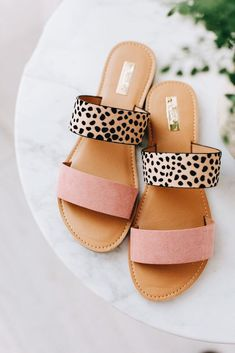 45 Flat Sandals That Will Make You Look Fabulous . - 45 Flat Sandals That Will Make You Look Fabulous Source by cardinsprengler Schuhe Flat Sandals, Slide Sandals, Shoes Sandals, Pink Sandals, Leather Sandals, Pretty Sandals, Strappy Sandals, Cute Shoes, Me Too Shoes