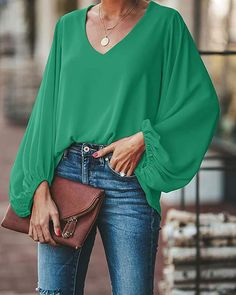 plus size blouse women puff sleeve solid color womens tops and blouses Summer 2019 v neck casual loose top blusas mujer, green / XXXL Blouse Styles, Blouse Designs, Casual Chic, Bluse Outfit, Green Blouse Outfit, Look Fashion, Fashion Outfits, Vetement Fashion, Look Chic