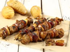 From the YOU test kitchen: Pork skewers Braai Recipes, Pork Recipes, Cooking Recipes, Savoury Recipes, Yummy Recipes, South African Dishes, South African Recipes, Pork Skewers, Kebabs