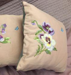 Un preferito personale dal mio negozio Etsy https://www.etsy.com/it/listing/513652608/cuscino-decorativo-ibisco-lilla-ricamato