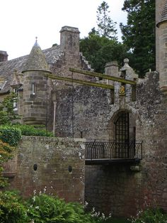All sizes | Pont-levis, Cawdor Castle, Cawdor, Nairnshire, Highland, Ecosse, Grande-bretagne, Royaume-Uni. | Flickr - Photo Sharing!