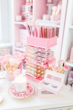 New Makeup Storage Ideas Beauty Room Pink Ideas Good Makeup Storage, Make Up Storage, Makeup Organization, Storage Ideas, Makeup Beauty Room, Makeup Rooms, Small Bedroom Storage, Small Bedrooms, Cute Makeup