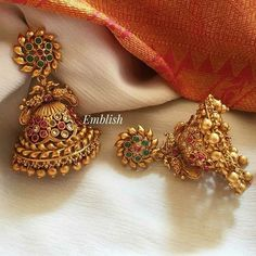 Gold Jhumka Earrings, Indian Jewelry Earrings, Jewelry Design Earrings, Gold Earrings Designs, Antique Earrings, Jhumka Designs, Ethnic Jewelry, Gold Bangles Design, Gold Jewellery Design