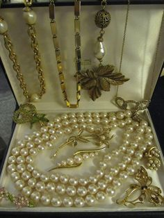E. PEARL-MONET-CULTURED PEARLS  Jewelry FAUX BROOCHES NECKLACES Goldtone CHAINS  #EPearlMonet