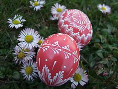 Dekorácie - Jahodové kraslice - 5683029_ Eastern Eggs, Egg Decorating, Diy And Crafts, Christmas Bulbs, Dots, Holiday Decor, Health, Fitness, Easter