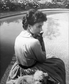 Actress Jean Simmons with the cat she owned with her then husband Stewart Granger prior to 1960.