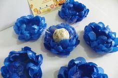 flores azules - mesa de dulces  Forminhas Ma Sweet Cases  Modelo - Linha Helena MDH05 - Flor Seda Boleada. Forminha artesanal feita em papel de seda (3 camadas) Você escolhe a cor. Mínimo 100 unidades da mesma cor. Não acompanha celofane, nem o doce! Prazo de confecção 40 dias úteis. R$ 0,90