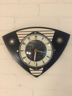 Colour Etched Trianguloid Lucite Formica Wall Clock from Royale - Midcentury Atomic Jetsons Retro style in Black & White Wall Clock Hands, Wall Clocks, Atomic Decor, Wall Clock Design, Retro Girls, Mid Century Style, Black Decor, Chrome Plating, Household Items