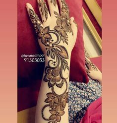 Image may contain: one or more people Modern Henna Designs, Floral Henna Designs, Henna Designs Feet, Finger Henna Designs, Legs Mehndi Design, Mehndi Designs For Girls, Mehndi Designs For Beginners, Dulhan Mehndi Designs, Mehndi Designs For Fingers