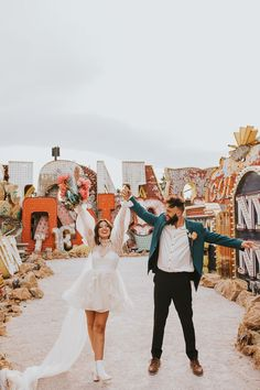 Check out this fun + edgy elopement inspiration | Image by Jordan Jankun Photography Wedding Trends, Wedding Blog, Wedding Ideas, Neon Museum, Elopement Inspiration, Alternative Wedding, Real Weddings, Personal Style, Wedding Planning