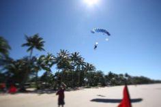 Skydiving bij de Great Barrier Reef (foto Lars Esser) #travelgram #travel #reizen #waarbenjijnu #backpacking #skydiving #greatbarrierreef #beachlife #australia #queensland #visitaustralia by waarbenjij.nu http://ift.tt/1UokkV2