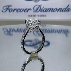 #foreverdiamonds #foreverdiamondsny #handcrafted #diamondring #diamond #diamonds #engaged #engagementrings #customrings #customengagementrings #enagementinspo #engagementinspiration #unique #uniquerings #uniqueengagementrings #engagementring #ringinspo #ringinspiration #sparkly #ring #diamondrings #custom #customdiamondrings #fdny #wedding #weddingrings #accessories #jewelry #womensjewelry #hiddenhalo #diamondbridge #splitshank #cathedral #splitshankrings #cathedralstylerings… Indian Wedding Rings, Beautiful Wedding Rings, Dream Wedding, Handmade Engagement Rings, Dream Engagement Rings, Big Jewelry, Jewellery, Diamond Pendant, Diamond Rings