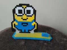 [Perler Commission] - Minion Photo Holder by FluffyRosey on DeviantArt Minions, Picture Holders, Photo Holders, Minion Photos, Marvel Cross Stitch, Minion Pattern, Peler Beads, Diy Perler Beads, Beads Pictures
