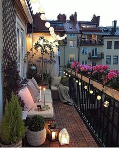 35 DIY Small Apartment Balcony Garden Ideas # Balcony Garden - b a l c o n y - Balkon Apartment Balcony Garden, Small Balcony Garden, Small Balcony Decor, Apartment Balcony Decorating, Apartment Balconies, Cozy Apartment, Small Terrace, Terrace Decor, Balcony Flowers
