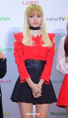 lisa most beautiful girl I've seen Jennie Lisa, Blackpink Lisa, Yg Entertainment, South Korean Girls, Korean Girl Groups, Blackpink Thailand, Lisa Black Pink, Rapper, Hip Hop