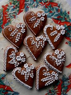 Learn how to make Easy Heart Shaped Valentines Day Sugar Cookies You'll Love. These will make really romantic treats or desserts for your boyfriend or even as gifts for your Mom, coworkers or friends! Fancy Cookies, Valentine Cookies, Iced Cookies, Cookies Et Biscuits, Holiday Cookies, Cupcake Cookies, Sugar Cookies, Heart Cookies, Cupcakes
