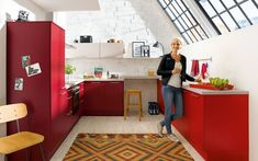 Red kitchen cabinets give the room a fresh, youthful look Red Kitchen Cabinets, Kitchen Cabinet Colors, Kitchen Doors, Kitchen 2016, New Kitchen, Küchen In U Form, German Kitchen, Kitchen Supplies, New Room