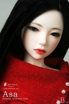 INCOMING!!!! Iplehouse Asa - I am soooooooooooo happy - I even brought the little red jumper she's wearing :D