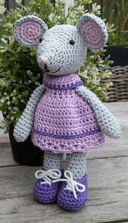 Ik had weer eens tijd om patroontjes te maken. Deze keer een muis met een gebreide trui en gehaakt jurkje.  Het patroon is te koop voor €...