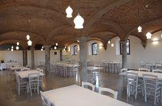 """www.mobilificiomaieron.it - https://www.facebook.com/pages/Arredamenti-Pub-Pizzerie-Ristoranti-Maieron/263620513820232 - 0433775330 Arredo agriturismo """"Mascudiera"""". Sedie venezia cod 3011/P color bianco e Tavoli con basamento centrale in legno massello. #arredopub #arredopizzeria arredoristorante #sedietavoli #tavoliesedie #sedieristorante #tavoliristorante"""