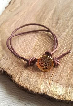 You know that beautiful button that you've been dying to show off? Make it the center of attention with this super-simple knotted button bracelet. Grab a piece of leather cord and some scissors, and with just three knots, you'll have a new accessory to show off that special button.