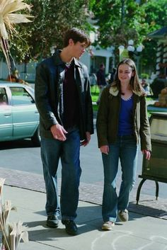 Gilmore Girls - The Ins and Outs of Inns Gilmore Girls Fashion, Gilmore Girls Quotes, Team Logan, Glimore Girls, Alexis Bledel, Jim Morrison, Film Serie, Movies Showing, Actors & Actresses