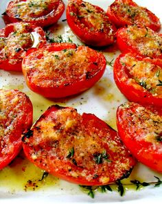 Need a quick and healthy side dish for dinner? Then make this delicious Clean Eating Garlic Grilled Tomatoes recipe. / includes a number of good-sounding recipes. Side Recipes, Vegetable Recipes, Vegetarian Recipes, Healthy Recipes, Vegetarian Grilling, Healthy Snacks, Grilling Chicken, Healthy Grilling, Bbq Grill