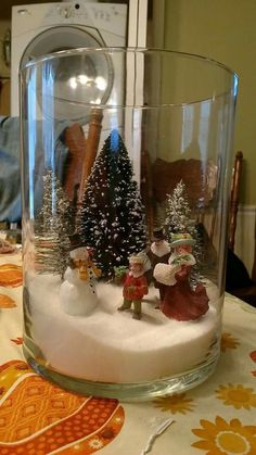 Easy Christmas Decoration That Are Within Your Budget yet looks Gorgeous - Hike n Dip Here are easy Christmas decoration ideas which are within your budget. These dollar store Christmas decor ideas are cheap DIY Frugual Decorations for Xmas. Dollar Store Christmas, Christmas Jars, Silver Christmas, Simple Christmas, Christmas Holidays, Christmas Wreaths, Vintage Christmas, Advent Wreaths, Christmas Houses