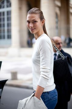 Street Style  Karlie Kloss takes a break from vamping on the catwalk to give that fresh faced appeal.