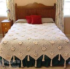 Now that's a comfy yarn blanket with style.