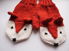 I was inspired by Laurie Walton's Fox mittens. I decided to give them my own twist.