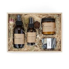 Wild Man Grooming Kit This woodsy grooming kit offers a bounty of great-smelling goods for manly gro Surprise Gifts For Him, Thoughtful Gifts For Him, Diy Gifts For Him, Unique Gifts For Men, Creative Gifts, Unusual Gifts, Creative Ideas, Wine Gift Baskets, Basket Gift