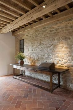 love the stone wall! Italian Home, Interior Decorating, Interior Design, Stone Houses, Rustic Interiors, Interior And Exterior, Sweet Home, New Homes, House Design
