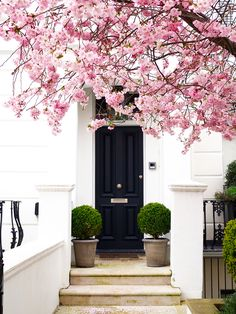 My Love Letter to Notting Hill And Its Colourful Houses (+ Walking Itinerary)