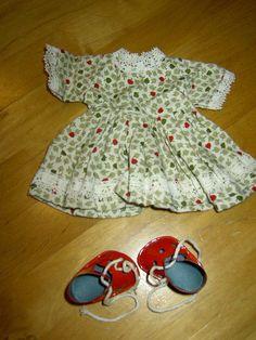 Wunderschönes Kleid aus den 50er Jahren + rote Lackschuhe für 30cm große Puppen