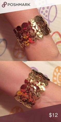 Gold Circle Cuff Bracelet! Gold circle stretchy cuff bracelet! Perfect condition! Jewelry Bracelets