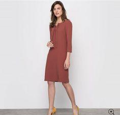 Pour amincir votre silhouette, une robe peut être un bon choix. Voir la vidéo: