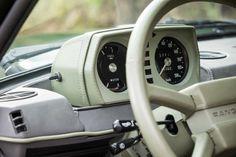 Deze Range Rover Classic wordt in Spanje te koop aangeboden via Classic Driver en is een verhaal apart. Het betreft namelijk een 1979 model die onlangs... Range Rover Classic, Landrover Range Rover, Range Rovers, Land Rover Defender, Jeeps, 2d, Motorcycles, Interiors, Model