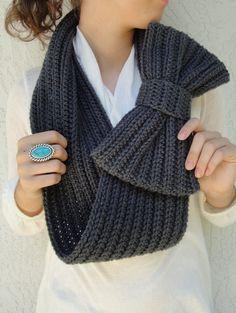 PRIMAVERA VENTA - Charcoal / gris oscuro arco Infinity Bufanda, Chunky calentador del cuello / Cowl, ganchillo, hecho a mano, de punto, de la Mujer suave invierno de accesorios