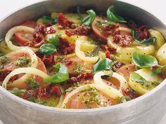 Italiensk pølsegryderet er et sikkert hit på middagsbordet! Quick Meals To Make, Vegetable Pizza, Pasta Salad, Pesto, Soup Recipes, Good Food, Food And Drink, Chicken, Dinner