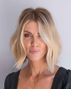 A blunt cut with beach waves and a middle part is nothing but sexy and classy. Tap on the link to see the 21 radiant blunt bob haircuts. // Photo Credit: @chrisjones_hair on Instagram