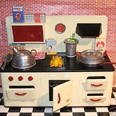 Vintage toy kitchen Basic design!   Love!