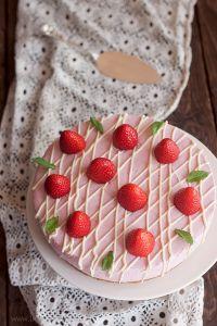 cheesecake alle fragole e cioccolato bianco