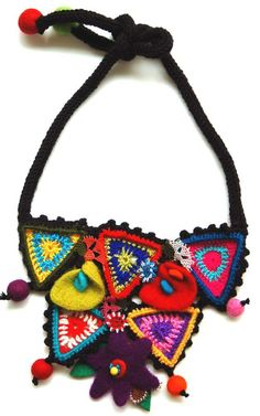 Multicolor necklace with crocheted triangles Scarf Jewelry, Textile Jewelry, Diy Jewelry, Jewelery, Jewelry Design, Jewelry Making, Textiles, Bead Crochet, Crochet Necklace