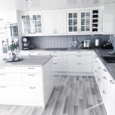 Choosing Your New Kitchen Countertops Kitchen Room Design, Kitchen Dinning, Home Decor Kitchen, Kitchen Interior, New Kitchen, Home Kitchens, Decorating Kitchen, Kitchen Walls, Classic Kitchen