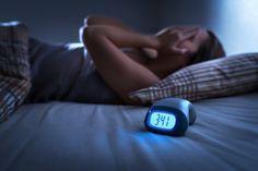 Χρήσιμες πληροφορίες για την αϋπνίαΑϋπνία είναι η δυσκολία στην επέλευση ή διατήρηση του ύπνου, ενδιάμεση αφύπνιση, αφύπνιση νωρίς το πρωί ή συνδυασμός των παραπάνω. Sleep Problems, Medical Problems, Health Problems, Jet Lag, Sleepless Nights, Sleep Deprivation, Migraine, How To Fall Asleep, Disorders