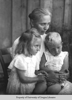 Woman with children, Gatlinburg Tennessee ... photo by Doris Ulmann