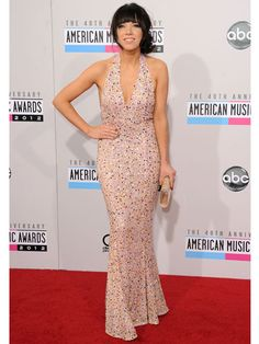 Carly Rae Jepsen rocked a sparkly-pink Gomez Garcia dress at the #AMAs!