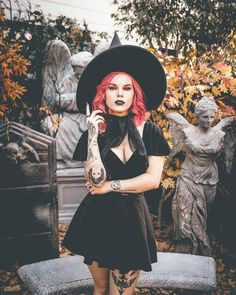 10 days until Halloween but a lifetime of witchiness. These photos capture my aesthetic perfectly. Halloween Photos, Halloween Looks, Creative Halloween Costumes, Halloween Fashion, Witch Fashion, Gothic Fashion, Style Fashion, Gothic Girls, Labret