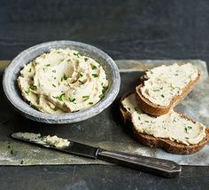 Nothing beats a herby cream cheese. Have this dairy-free spread on toast or stir it into a pasta dish, our vegan version is easy to make and there's no cooking involved Gott að bæta við hvítlauk og herbs de provence Cashew Cream Cheese Recipe, Vegan Cream Cheese, Cream Cheese Recipes, Cashew Cheese, Cream Cheeses, Vegan Recipes Videos, Bbc Good Food Recipes, Top Recipes, Easy Recipes